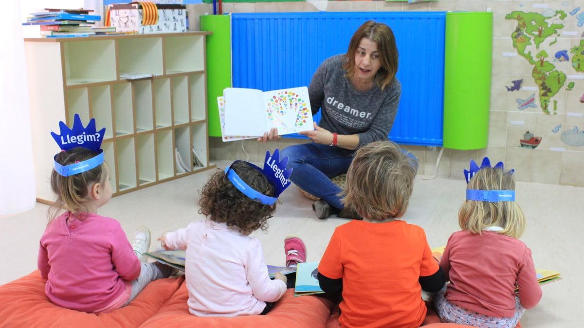 Totes les famílies de l'alumnat de Segon Cicle d'Educació Infantil rebran un quadern amb consells per a motivar la lectura en família