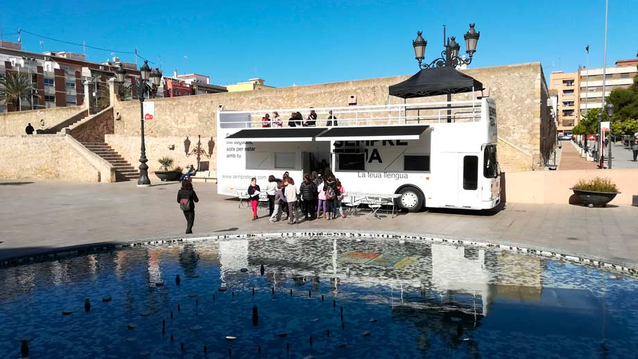 El «Bus de la Llengua» visita la comarca de la Ribera