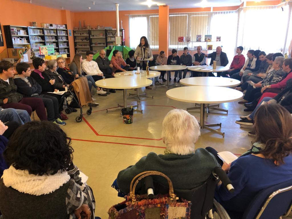 La Vall d'Uixó fomenta l'intercanvi intergeneracional amb un club de lectura